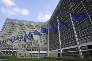 european-commission-building-flags-610